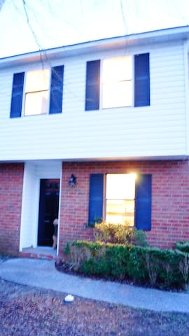 RENT FOR MASTERS ON A GOLF COURSE! - Augusta - Townhouse