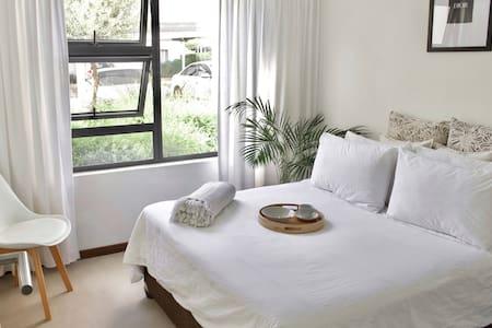 One bedroom apartment in Dainfern - Fourways.