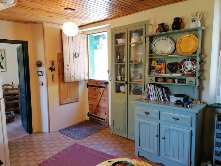 Charmante maison meublée à  Belvianes et Cavirac