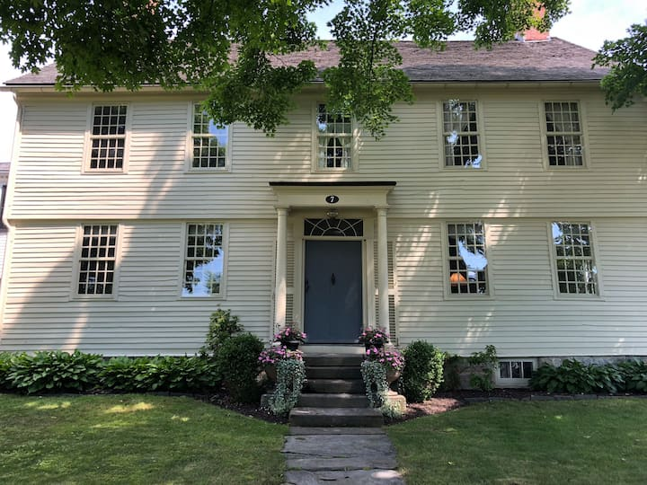 Historic 5 bedroom house on the green