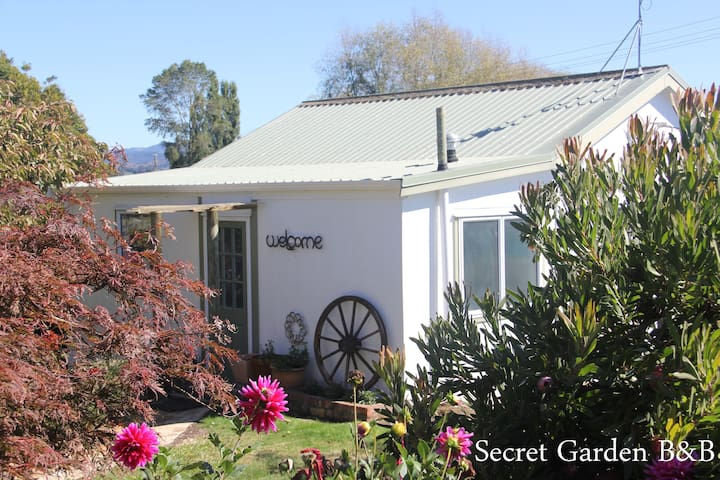 SECRET GARDEN B&B - a new rural listing sleeps 2/3