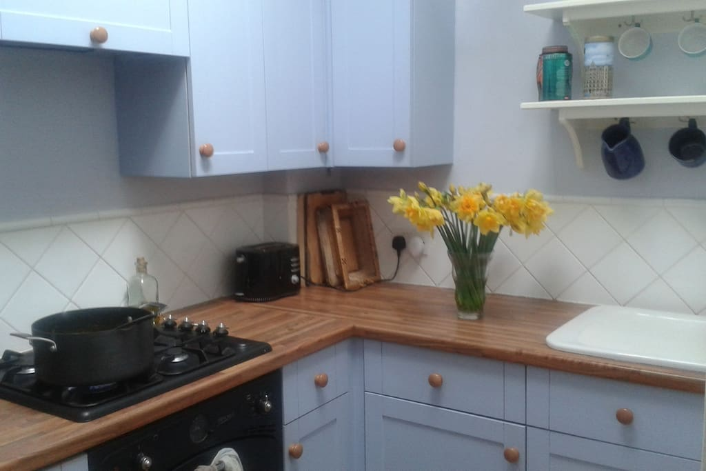 Kitchen with gas hob and electric cooker