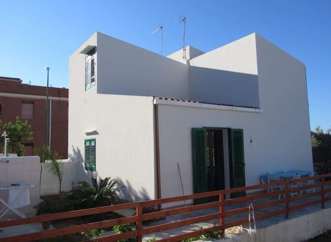 Veranda esterna e piccolo giardino ad uso esclusivo