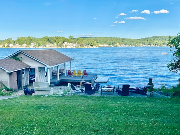 Beautiful Waterfront Cottage  in Lake Hopatcong