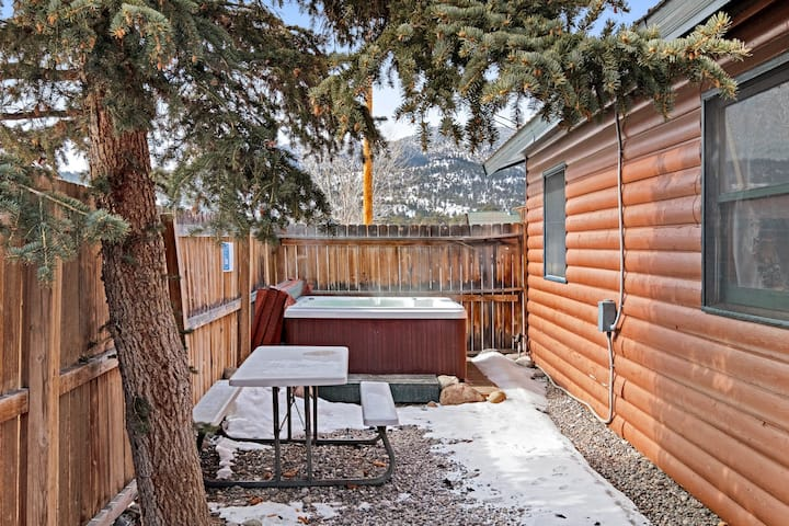Dog-friendly cabin w/ private yard & fireplace -  ideal for hiking & skiing