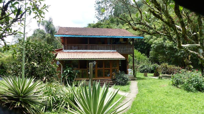 Haus im Mantiqueira Gebirge, idyllische Umgebung