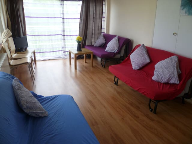 LONDON COLLIER ONE BED FLAT, SLEEPS 2-6.