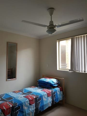 A Room n bath suitable for female - Cannington