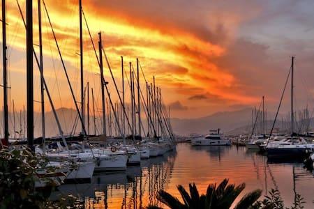 Soggiorno da sogno in barca a vela - Σαλέρνο