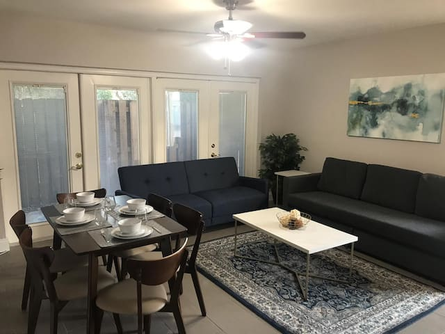 ★Modern & Comfy 1BD★ Private Patio | Near the Sea