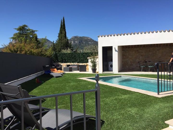 Villa neuve ,piscine au sel chauffée  plein soleil