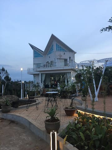 DakMil Homestay (Cafe Adam & Eva)