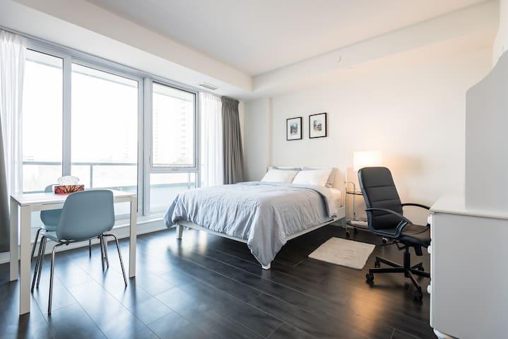 New Condo @ Bayview/Sheppard - Toronto - Apto. en complejo residencial