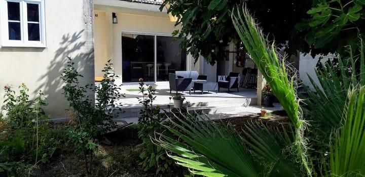 Chez Greg & Audrey : jardin, garage, clim