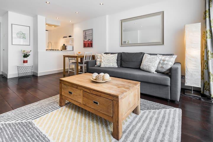 Upmarket one bedroom in the heart of Hampstead