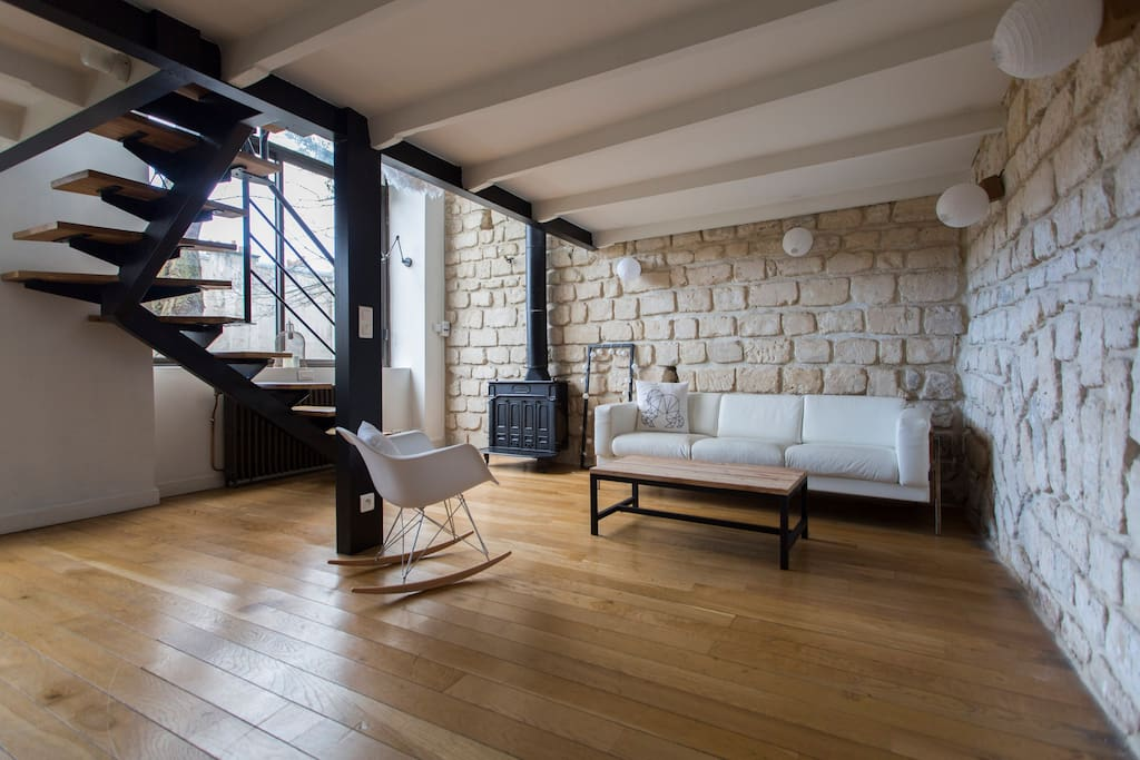 Atelier atypique montmartre appartements louer for Achat appartement atypique ile de france