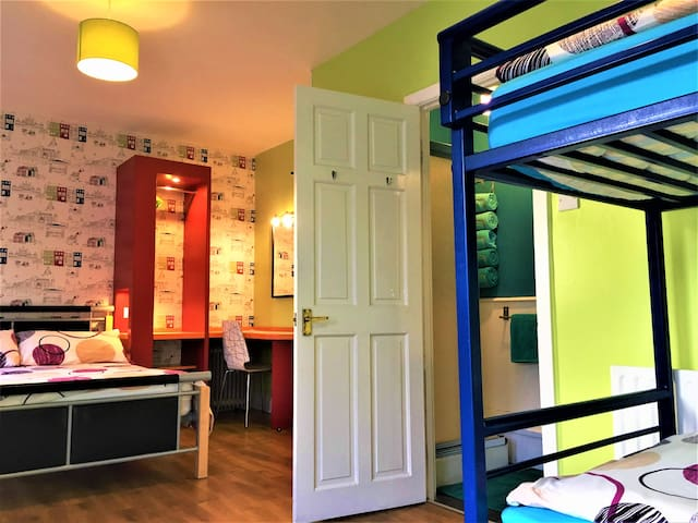 #6 Portrush Holiday Hostel - 4 Bed Family Room