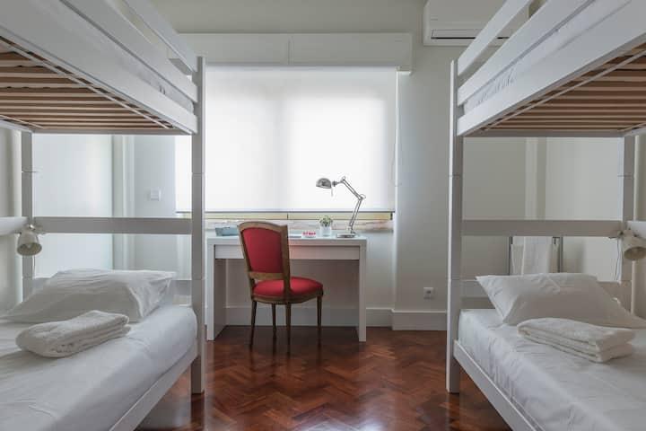 República B&B & Arts: Bedroom with 2 bunk beds Q1