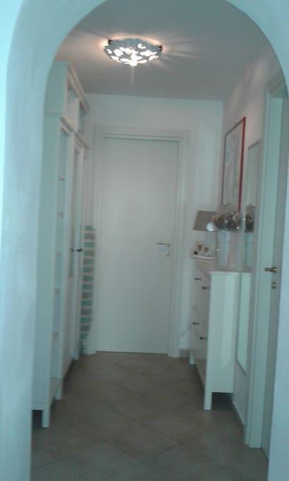 corridoio bagno con doccia