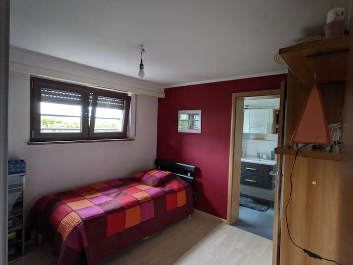 Warm room with independent entrance - Luxembourg