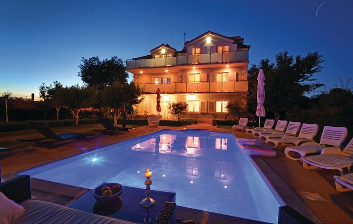 Villa for 16 people with heated pool and jaccuzi