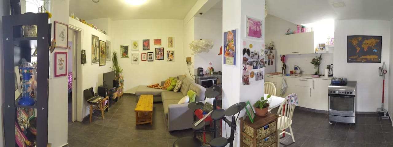 Quiet Colorful and Artistic Private House in TLV