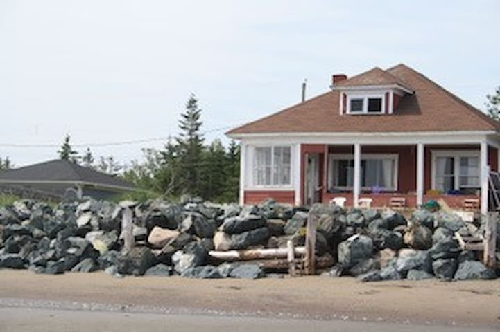 Cottage on the warm waters of the Bay of Chaleur - Bathurst - Cabane