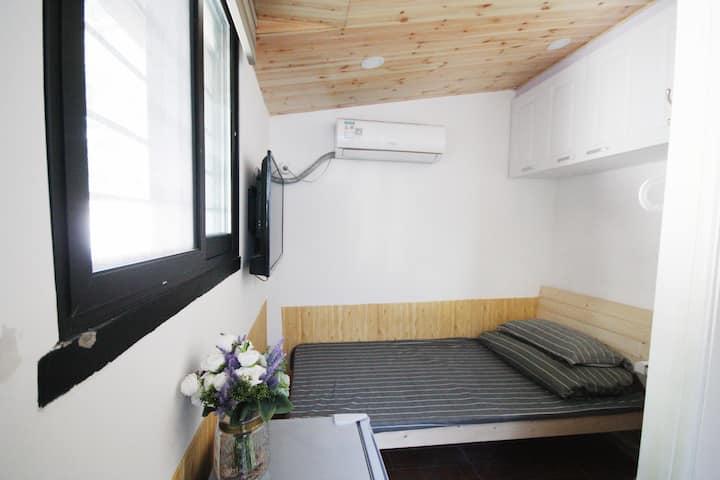 【蜗宅】2/11号线江苏路地铁站/愚园路/米域非常小的单间有卫生间无厨房整租