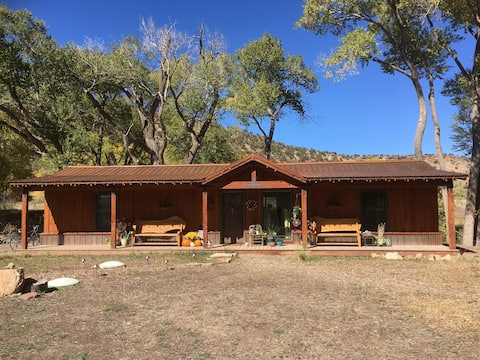 Lone Trout Cabin Couple's Retreat - Horse Property