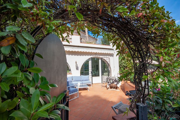 SUNNY, PRIVATE GARDEN CAP ANTIBES-alone April/May