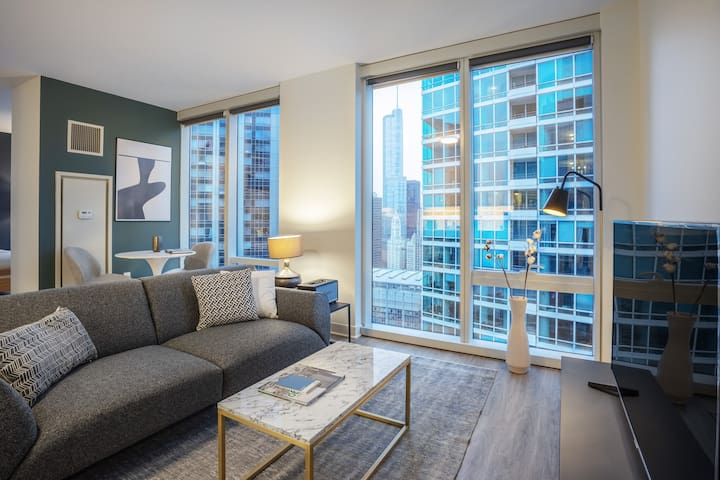 Mod Streeterville 1BR w/ Roofdeck, Pool, nr. Navy Pier, by Blueground