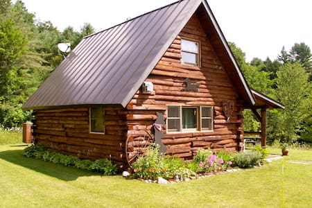 """West"" cabin at Vermont Twin Cabins - Royalton - 小木屋"