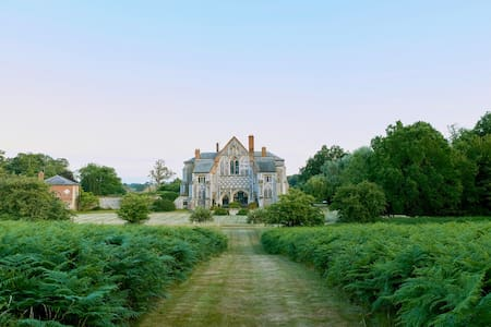 MAGICAL 12C ABBEY - NOW A BEAUTIFUL COUNTRY HOUSE