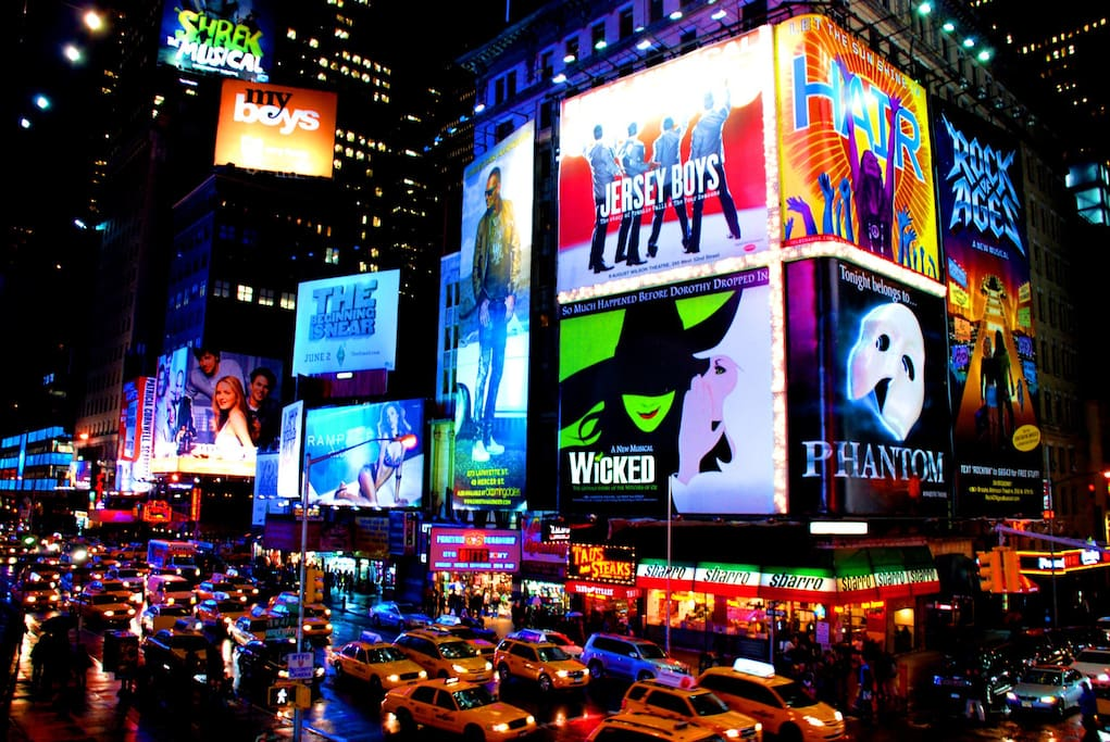 4 minute walk to Broadway shows and the heart of NYC - Times Square