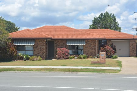 Bribie Holiday House - Banksia Beach - Banksia Beach - Hus