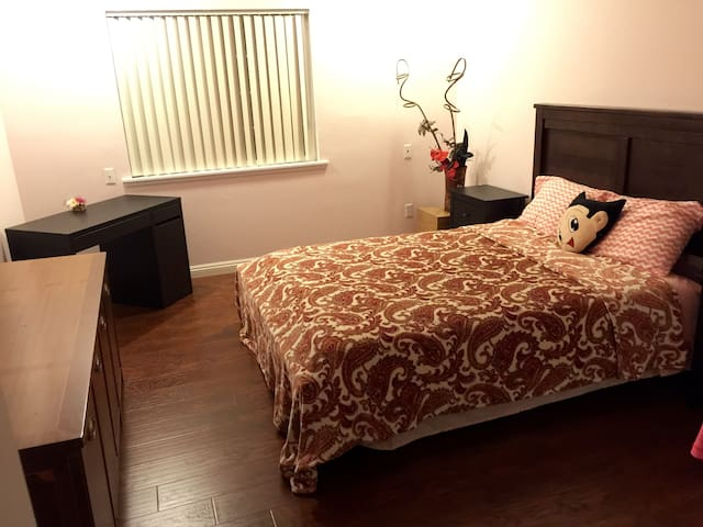 single room for renting.   Female only. - Monterey Park - Ev