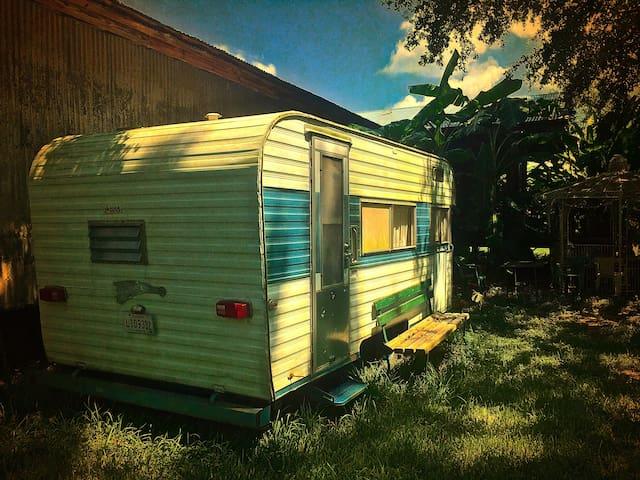 66 Fireball Camper Near Lafayette, Vintage Charm - Opelousas - Camper