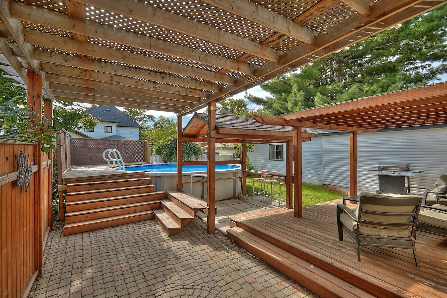 Niagara Falls Family Vacation Home - Sleeps 11