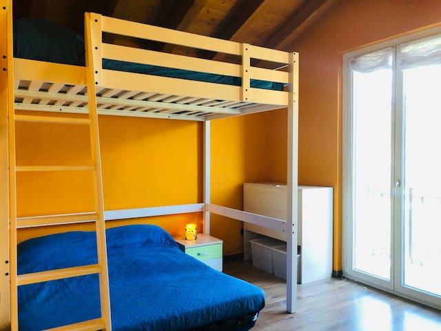 Camera 2 : 2 comodi letti di 1 piazza e mezza.