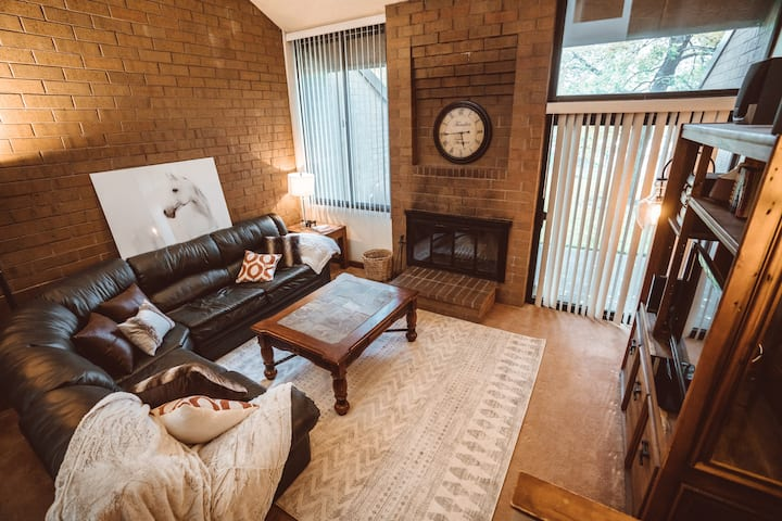 Classic Condo, 5 Minute Walk to Park City Resort