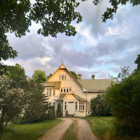 Veikkolan kartano - guest room in a 1800s manor