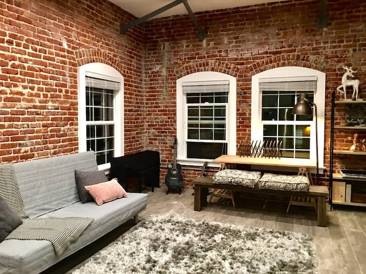 Corner unit loft in the Heart of Hollywood
