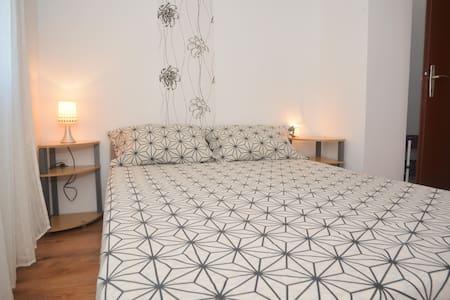 Barić-One Bedroom Apt with Balcony 1