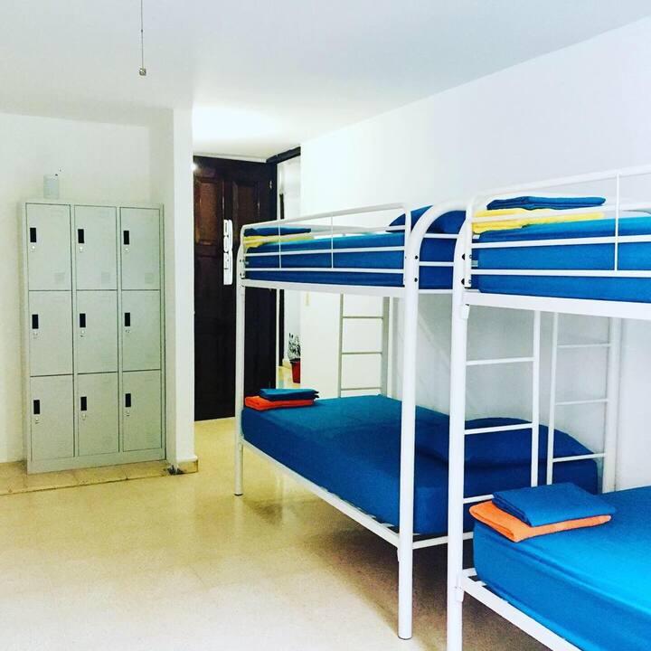 Armonia 4 Person Big Dorm & Pool in Marbella