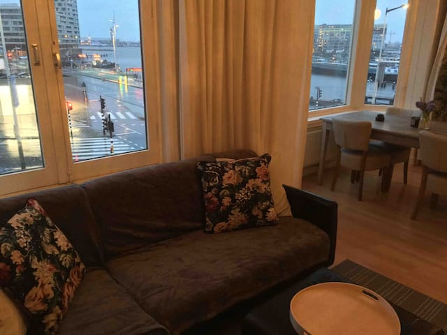 Cozy Amsterdam apartment,IJ river view,double bed