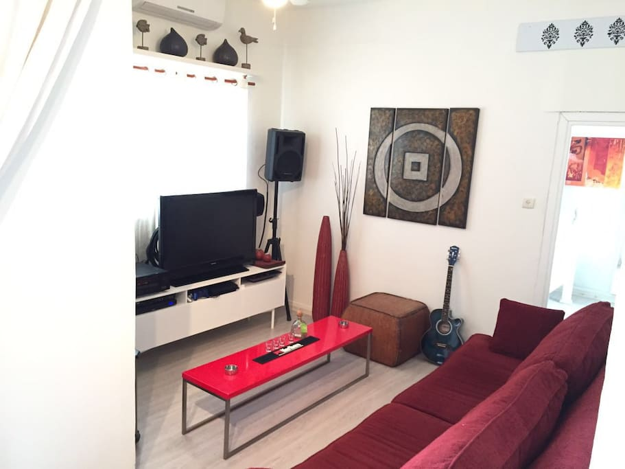 """<span class=""""item-title ng-binding"""" style=""""font-weight: 700; display: block; font-size: 16px; text-align: start; white-space: normal;"""">1 Bedroom, 1 Bath Sleeps 3 Tel Aviv District 63432, Israel</span>"""