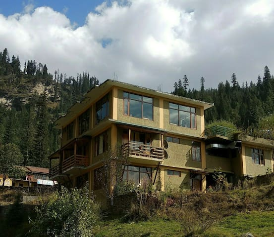 Luxury 2Room's with Mountain views at-Kothi,Manali