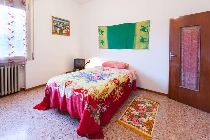 Camera letto matrimoniale si può aggiungere letto singolo