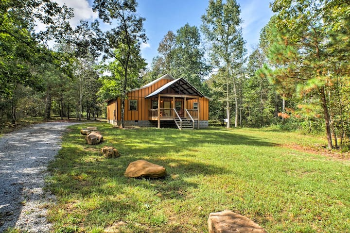 Peaceful Cabin w/ Deck 3 Mi to Little River Canyon
