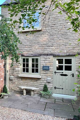 A chic 2 bedroom Cotswold cottage